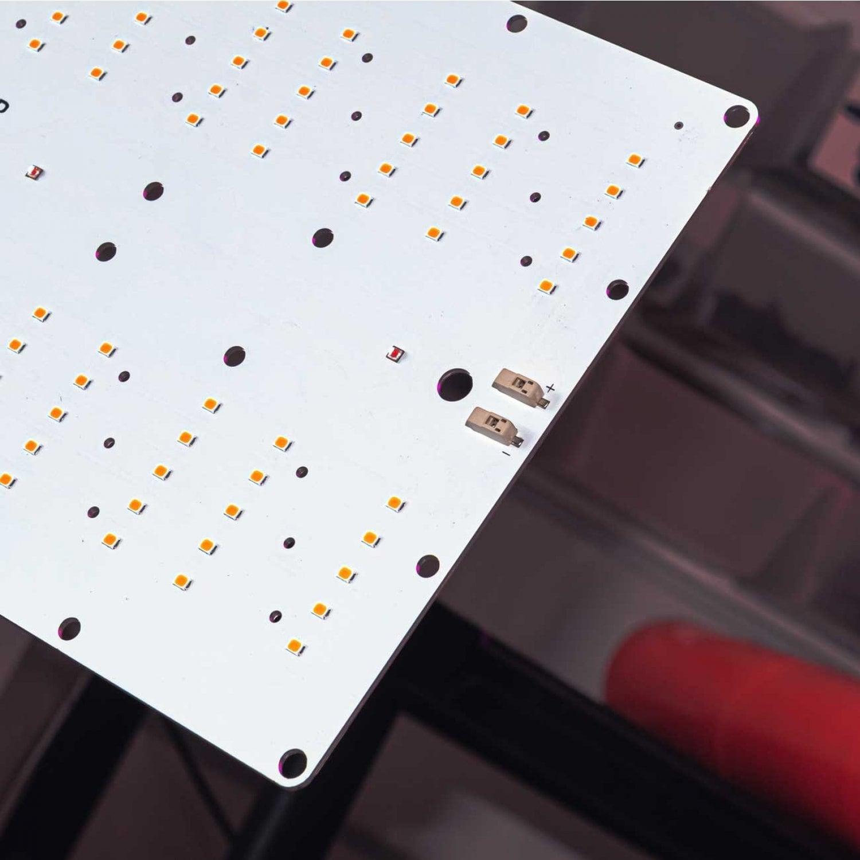 1.4 Quantum board 180 х 390  red 660nm Osram SSL + Sunlike 4000K